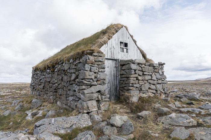 Casa tejado turba Islandia