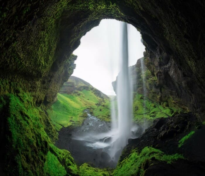 Detras cascada Kvernufoss