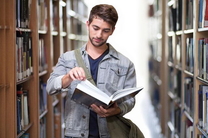 Estudiante Biblioteca Universidad Islandia